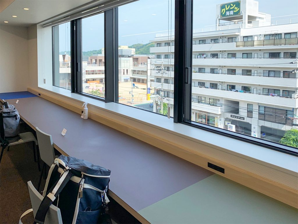 海南nobinos(ノビノス)4階 窓際テーブル